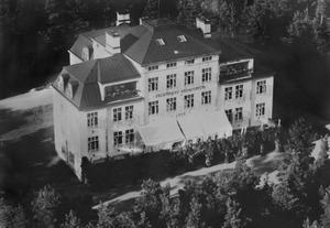 På Selggrensgården hänger en bild på huset som det såg ut när det var sanatorium.