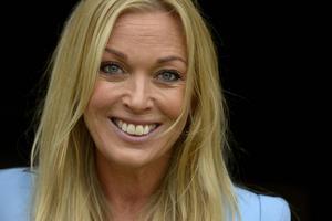 """Linda Lindorff är programledare för """"Bonde söker fru""""."""