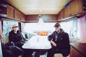 """I dag. Efter tre år i tält är husvagn lyxigt. """"Det tar tid att vänja sig att sova på madrass när man legat på marken"""", säger Madde."""