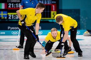 Sveriges curlingherrar tog ännu en seger under natten mot tisdag, denna i mötet mot Italien.