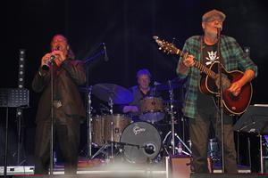 Kjell Gustavsson Rythm & Blues Orchestra kryddad med Peter Carlsson  är en urstark kombination. Foto: Ulf Lundén