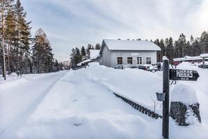 Snickeriet startades av Hugo Eriksson som möbelsnickeri och låg tidigare längre in i Höglunda.