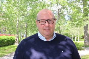 Niklas Carlsson, tidigare generalsekreterare för svenska alpina förbundet, blir ny generalsekreterare för det internationella skidskytteförbundet (IBU).