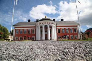 Det är 17 sökande till jobbet som kommundirektör i Härnösand, varav fyra från Sundsvalls kommun.