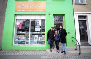 Fatima Buava och Felipe Casaburi Ferreira från Brasilien och Luis Felipe Vargas García från Mexiko flög hela vägen till Island för att se Björks första Utopia-show. I juli reser de till Sverige for att se showen i Dalhalla.Foto: Thomas Kolbein Bjørk Olsen