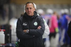 Nye förbundskaptenen Michael Carlsson har inte tagit ut Anders Svensson i sin första landslagstrupp, och har inte heller någon kontakt med Edsbyns stjärnmålvakt.
