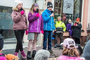 """Alice Anngård, Stina Rylander och Alfred Gärdsback sjöng """"Goliat"""".  Foto: Per-Inge Mill"""