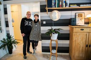I våras gick Christer Jonasson i pension efter drygt trettio år inom radion. Tillsammans med hustrun Gunilla njuter han av ett liv med långa promenader varvat med kulturupplevelser av olika slag. Men han hoppar fortfarande in och jobbar på radion ibland.