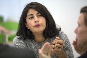 Roza Güclü Hedin är fortsatt aktiv i Falupolitiken, trots sin plats i riksdagen.  Nu manar hon till samförstånd och samarbete mellan S och Falualliansen.