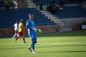 Efter 166 dagars väntan fick äntligen Emil Magnusson från Vansbro göra debut i Superettan med sitt IK Frej. Då blev det seger och en hållen nolla mot Syrianska.