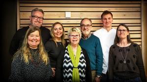 Några av författarna och övriga medverkande vid presentationen av regionens nya författarportal. Bakre raden: Steven Ekholm, Anita Jacobson, Bo R Holmberg, Jonatan Norberg. Främre raden: Anna Hällgren, Annika Sjögren, Monica Gustafsson.