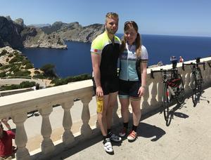 Sofia med sambon Ted på Cap de Formentor, Mallorca.