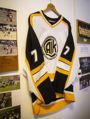 En modernare hockeytröja.