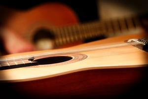 950 poäng av olika estetiska ämnen kan inte ersättas av en timmes lektion i veckan hos kommunala musikskolan, skriver studie- och yrkesvägledaren. Foto: Pixabay.com.