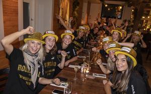 Efter matchen firade laget guldet på Lilla torg i Malmö. Rytting Kaneryd syns närmast till höger i bild. Foto: TT/Johan Nilsson