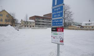Att en (1) bil hittat in på Ludvikas nyaste centrumparkering är i det närmaste unikt.