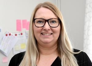Linda Bergström, enhetschef vid Backåkern, konstaterar att tandläkarbesöken är  brfa för de boende, men att de underlättar även för personalen och Folkltandvårdens anställda.