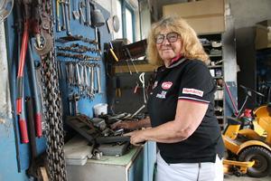 Gun Ehnvik var en av initiativtagarna till motorklubben SHRA i Lindesberg och har varit ordförande till och från under 40 år, men nu har hon lämnat posten av hälsoskäl.