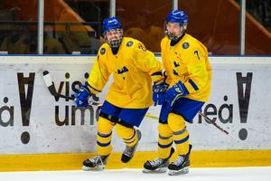 Albin Grewe (till vänster) avgjorde VM-semifinalen mot Kanada på lördagskvällen. Bild: Johan Löf/Bildbyrån