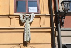 När Sara Danius tvingades lämna uppdraget som ständig sekreterare för Svenska Akademien ledde det till en knytblusmanifestation för att stötta henne. Foto Fredrik Sandberg / TT