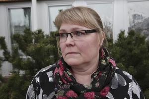 Ingrid Berg har aldrig känt sig rädd när hon går på kyrkogården. Men nu funderar hon på vad det är för folk som rör sig här och inte ens drar sig för att stjäla från gravarna.