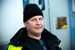 Kent Åkerström, åkeriägare, tycker att den tyngre lastbilen är smidigare att köra.