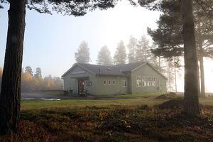 Maribergsgården är  skadad av fukt och röta. Tanken är därför att en ny samlingslokal ska byggas. Där Boverket finansierar halva kostnaden.