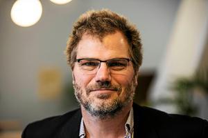 Jonas Lennerthson (S) är ordförande i kultur- och fritidsnämnden i Falu kommun. Genom ett pressmeddelande i förra veckan meddelade han att det var en enig nämnd som fattade beslutet.