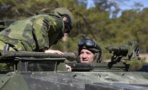 Statsminister Stefan Löfven fick åka med en stridsvagn 122 på Tofta skjutfält under mandatperioden. Ett steg framåt var fast militär trupp på Gotland.Foto: Anders Wiklund / TT