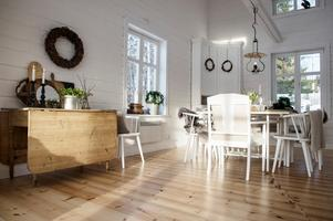 Lampan i köket ägdes ursprungligen av Jonas föräldrar.