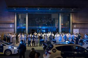 Hälsopersonal världen över får ta emot applåder av kollegor och allmänheten men det räcker inte, skriver artikelförfattarna.