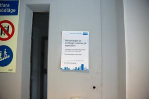 Avstängda hissar och lappar om reservdelar som saknas hör till vanligheterna i Telgehuset.
