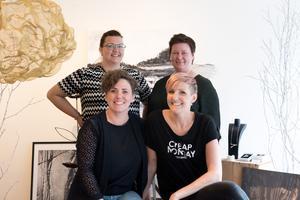 Malin Sandström, Linda Sjölund, Johanna Forsberg och Elin Nerpin är delar av kreatörsnätverket High Coast Creative som öppnar en pop up-butik på Storgatan under fredagen.