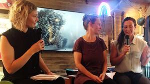 Johanna Davidsson till höger i författarsamtal med Lovisa Arvidsson, LT:s ledarredaktör och Hanna Mi Jakobson på Norra station tidigare i veckan.