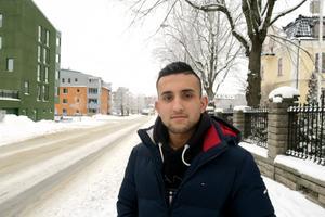 Ahmadzai Haidiri i Kumla måste lämna Sverige, trots att han har fast jobb.  Men han har inte gett upp, han kommer att söka om jobbet från Afghanistan.