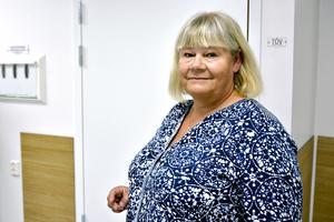 Åsa Mattsson Rumm, länsverksamhetschef vid kirurgkliniken,  tror att det kan bli problematiskt att sluta använda stafettpersonal som bor i det egna länet: