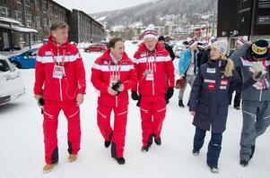 VM-bolagets ordförande Lars Lindqvist, tidigare finansministern Pär Nuder och skidförbundets ordförande Karin Mattsson var några av dem som gjorde Stefan Löfven sällskap på vandringen genom Åre.