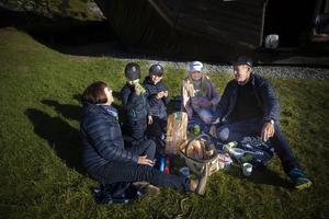 Andrew Sörensson och Bodil Sörensson från Brunflo tog med barnbarnen på teater. Jakob och John Durfors från Frösön och Eila Sörensson Högberg från Oviken och Brunflo uppskattade kvällen. Andrew tycker vridläktaren är