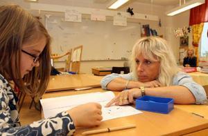 – Som lärare står man mittemellan i skolstriden. Det är jättejobbigt, säger Karin Stenmark-Nässén på Västbygdens skola.