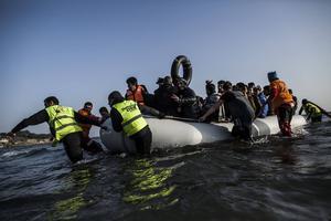 Vad händer för flyktingarna efter att flykten är över och etableringsfasen i Sverige börjar? För litet, konstaterar Sofia Nerbrand.