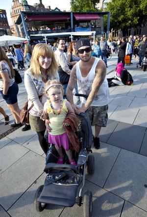 Emelie Hager fanns i publiken på Stortorget tillsammans med sambon Kalle Peter och dottern Ellie-My, tre år.