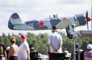 Rick van der Graaf från Holland startar med sin sovjetiska Yak-3U. Foto: Mikael Forslund.