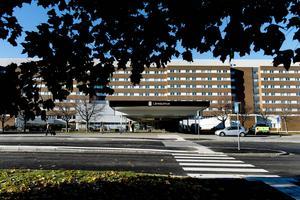 Sommarsemestern har precis börjat och krisen är redan ett faktum på Sundsvalls sjukhus.