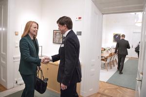 Annie Lööf träffar talman Andreas Norlén tisdag 30/10. Foto: Jessica Gow / TT.