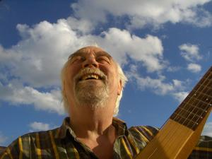 Fred Lane ger konsert i Östergården hos Birgit och Thomas Lundkvist i Spannarboda på torsdag tillsammans med Piero Sciotto.