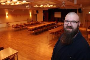Källaren i Forum Folkets hus kommer enligt Henrik Svensson att förses med switchar och trimmad uppkoppling lagom till Dwarfhack drar i gång.