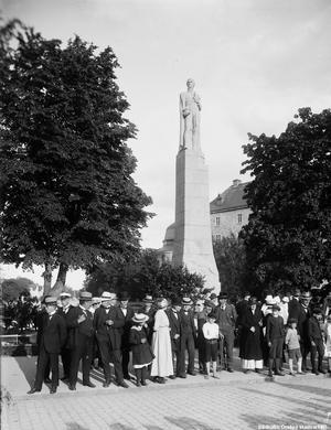 Här är ännu en bild från invigningen av Karl XIV Johan-statyn den 12 juni 1919. Foto: Örebro stadsarkiv/Eric Sjöqvist