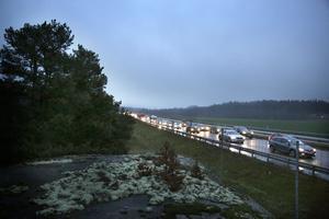 Köerna ringlade sig långa på E4 söderut mellan Södertälje och Järna på fredagseftermiddagen.