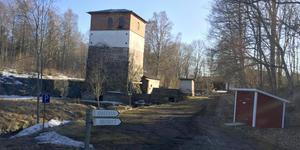 Alla byggnader vid masugnen i Edsbro ägs av Norrtälje kommun.