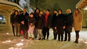 Hedemora kvinnojour uppmärksammade den internationella kvinnodagen med att tända ett hjärta av ljuslyktor utanför St. Paulusgården.Foto: Maria Lundgren